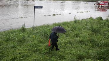 Podwyższony stan wody na Wiśle w Krakowie (zdjęcie ilustracyjne).