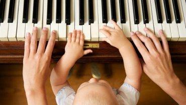Czy niemowlę, które nie chodzi na zajęcia dodatkowe ma szanse odnieść życiowy sukces?