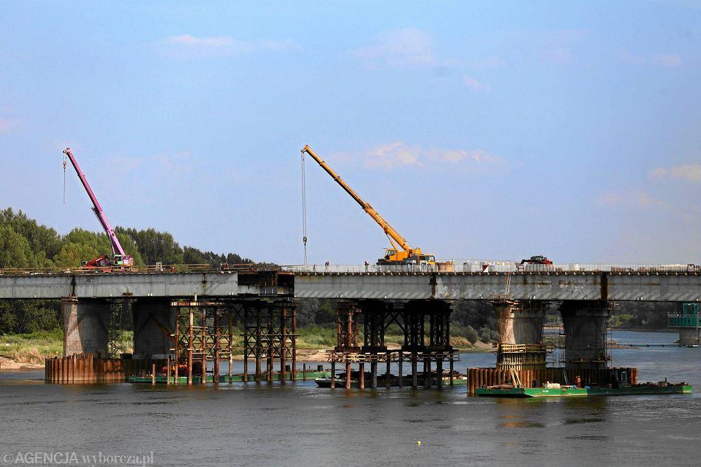 Most Łazienkowski. Końcowa faza przesuwania stalowej konstrukcji