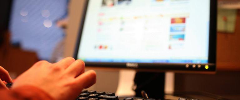 Nauczyciel otworzył stronę porno w czasie lekcji. Uczniowie bronią wychowawcy