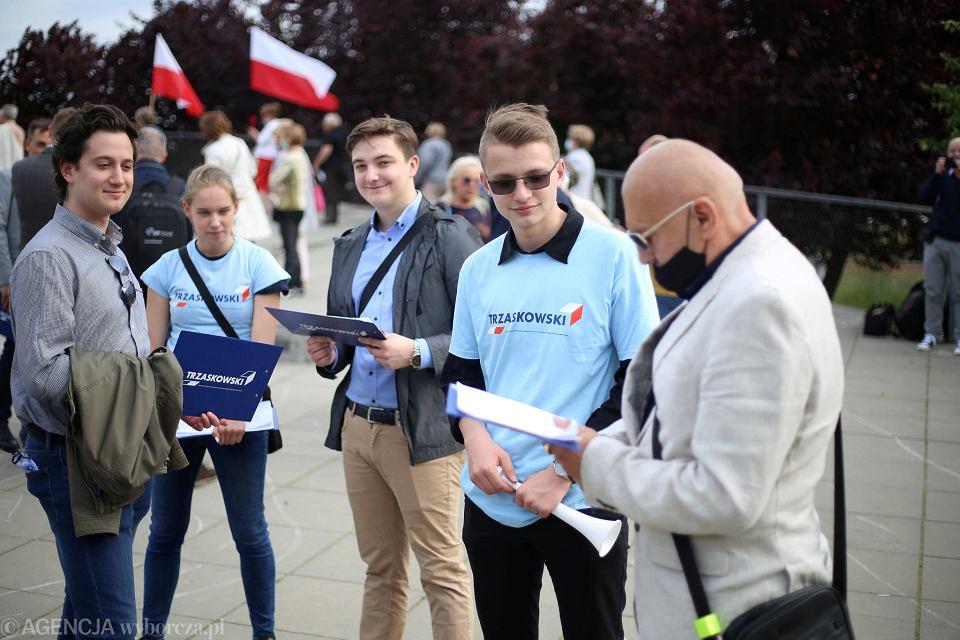 Zbieranie podpisów pod listą poparcia Rafała Trzaskowskiego.