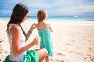 Kosmetyki z filtrami przeciwsłonecznymi: 6 ważnych pytań