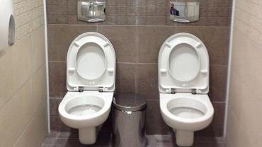 Rosyjskie, podwójne toalety, z których śmiał się cały świat