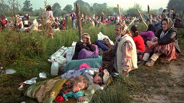 14 lipca 1995 roku, uchodźcy z Srebrenicy w Tuzli