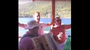 Skandal z udziałem Manuela Neuera. Bramkarz Bayernu śpiewał piosenkę zespołu popierającego faszyzm