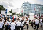 Strajk w PLL LOT. Niektórzy pracownicy boją się zwolnień dyscyplinarnych za udział w proteście. Czy loty będą odwołane?