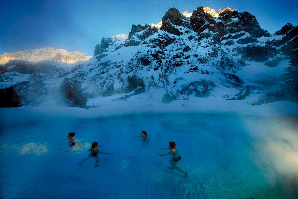W Leukerbad (Szwajcaria) jest 30 różnych basenów termalnych