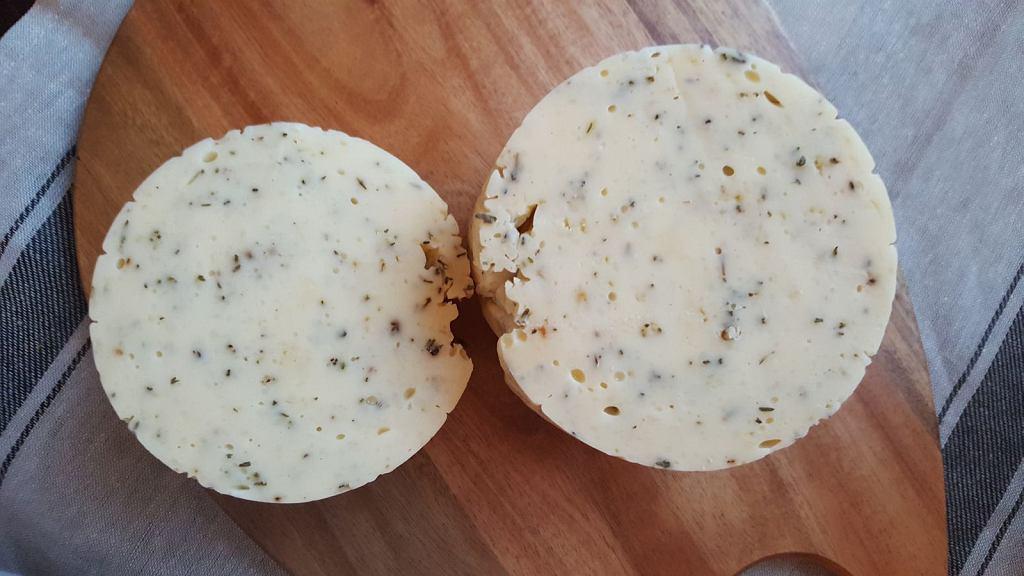 Domowy ser żółty smażony. Łatwy do przygotowana i wystarczy tylko godzina pracy!