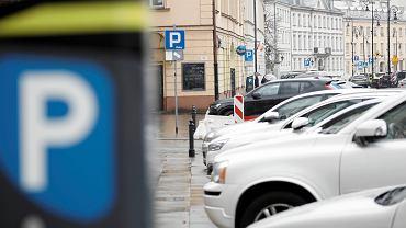Parking miejski na ulicy Podwale w Warszawie