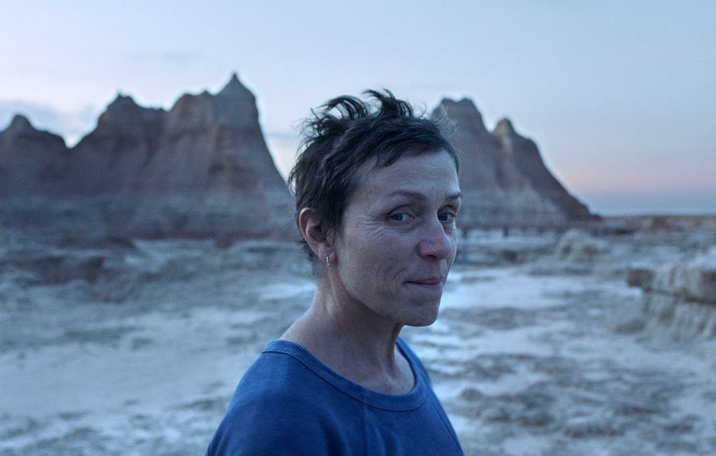 Frances McDormand w kadrze z filmu 'Nomadland', który wygrał MFF w Wenecji