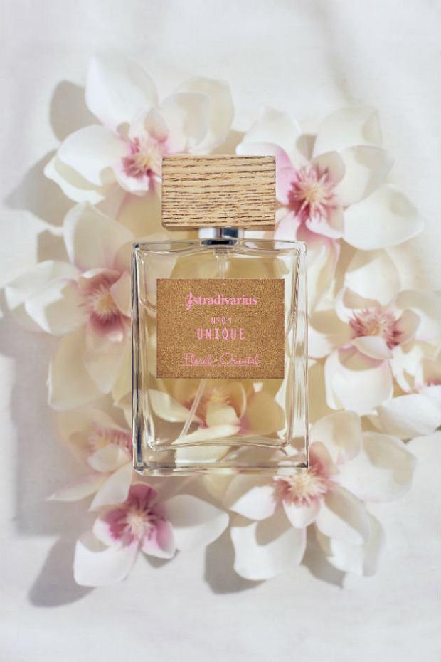 Stradivarius Essentials - zapach Unique