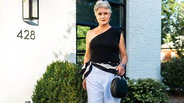 Moda po 50-tce: ten nowoczesny top odmładza i dodaje klasy! Czarny jest w wyprzedaży (za 29,99 złotych)