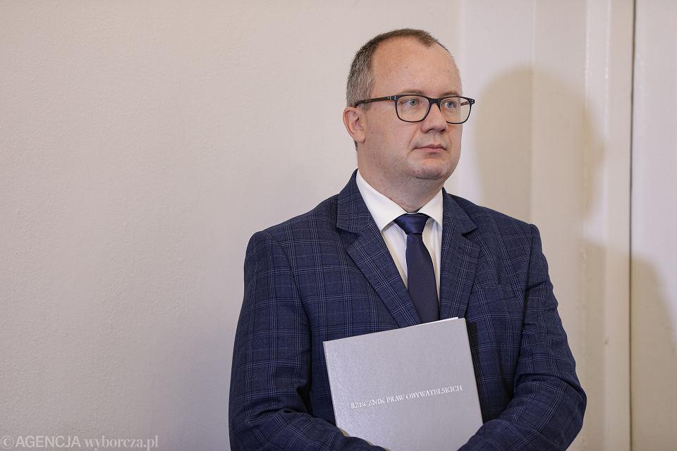 Rzecznik Praw Obywatelskich Adam Bodnar zgodnie z obowiązującym prawem powinien pełnić swoją funkcję do wyboru jego następcy przez obie izby parlamentu
