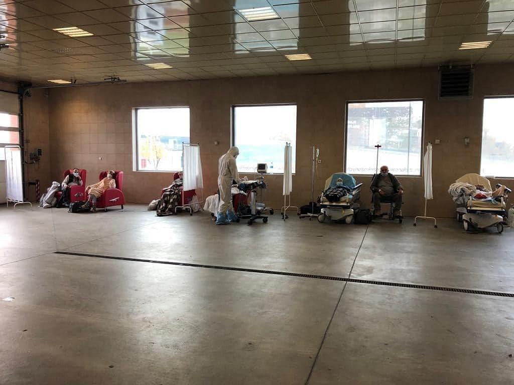 Pacjenci na parkingu