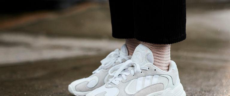 Sneakersy na zimę to obuwie praktyczne i uniwersale. Sprawdź, jakie modele są teraz na czasie
