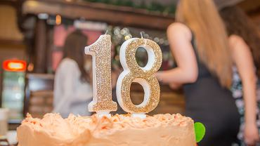 Ukończenie 18 lat oznacza pełnoletność, chociaż niekoniecznie dojrzałość. Niestety, możesz nie mieć wpływu na to, w jaki sposób formalnie dorosły człowiek wyda pieniądze otrzymywane w ramach obowiązku alimentacyjnego