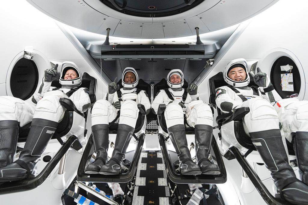 Misja SpaceX i NASA. Od lewej: Shannon Walker, Victor Glover, Mike Hopkins i Soichi Noguchi.