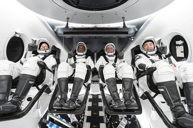 Misja SpaceX i NASA. Od lewej: Shannon Walker, Victor Glover, Mike Hopkins i Soichi Noguchi.