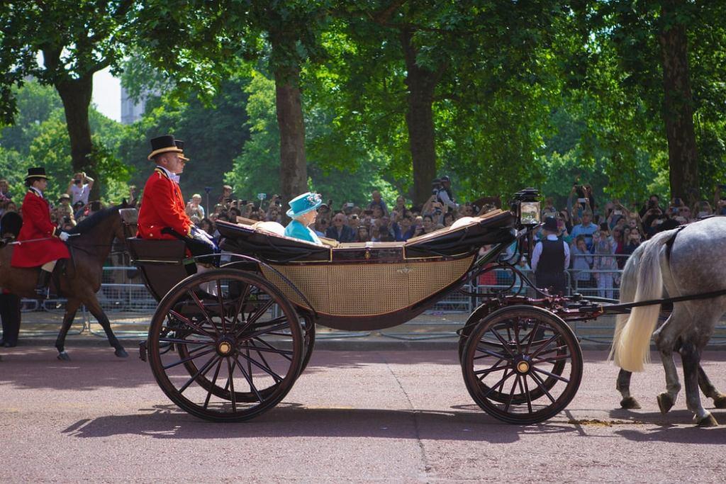 Rodzina królewska oficjalnie odniosła się do 'The Crown'