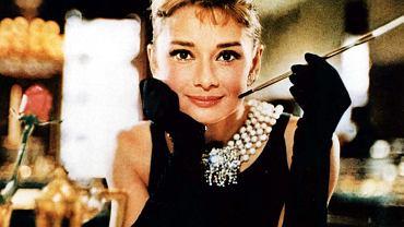 """Audrey Hepburn na """"Śniadanie u Tiffany'ego"""" szła w małej czarnej"""