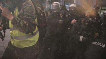 18.11.2020, Warszawa, policja na pl. Powstańców użyła gazu