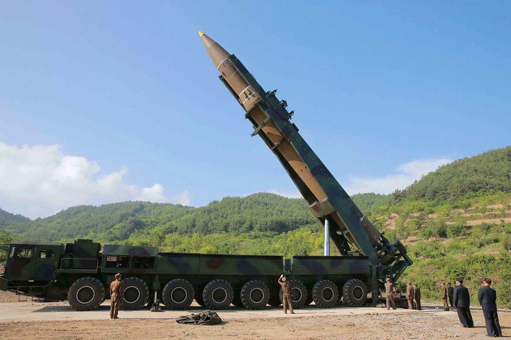 USA chodzi o rakiety i bomby, Korei o pieniądze
