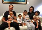 2-letni syn Cristiano Ronaldo pokazał, jak kopie piłkę. Ma talent po tacie?