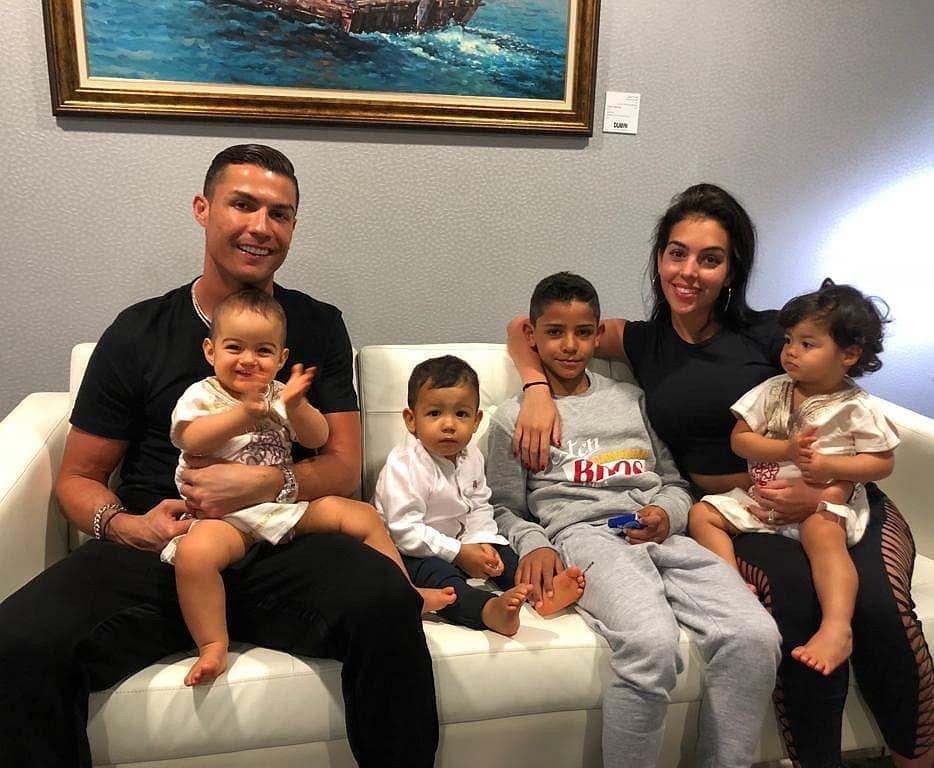 2-letni syn Cristiano Ronaldo pokazał, jak kopie piłkę