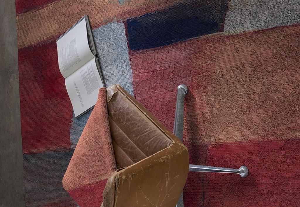 Wielokolorowy dywan nowoczesny.