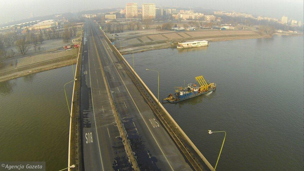 Pozar Mostu Lazienkowskiego w Warszawie