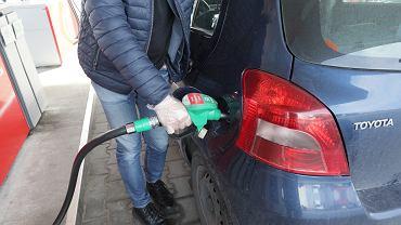 Po ostrych podwyżkach z początku stycznia, ceny paliw stabilizują się. Ale początek roku oznaczał dla kierowców coraz wyższe rachunki za tankowanie aut.
