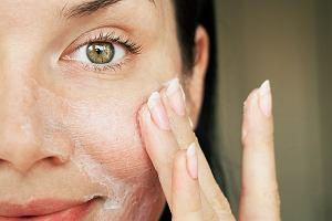 Najlepsze kosmetyki do cery suchej. Zlikwidują suche skórki i głęboko odżywią