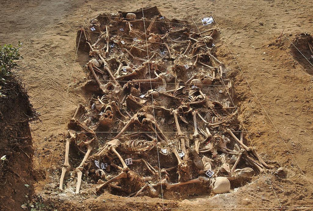 Jeden z masowych grobów ofiar wojny domowej odkryty w 2014 roku koło Burgos