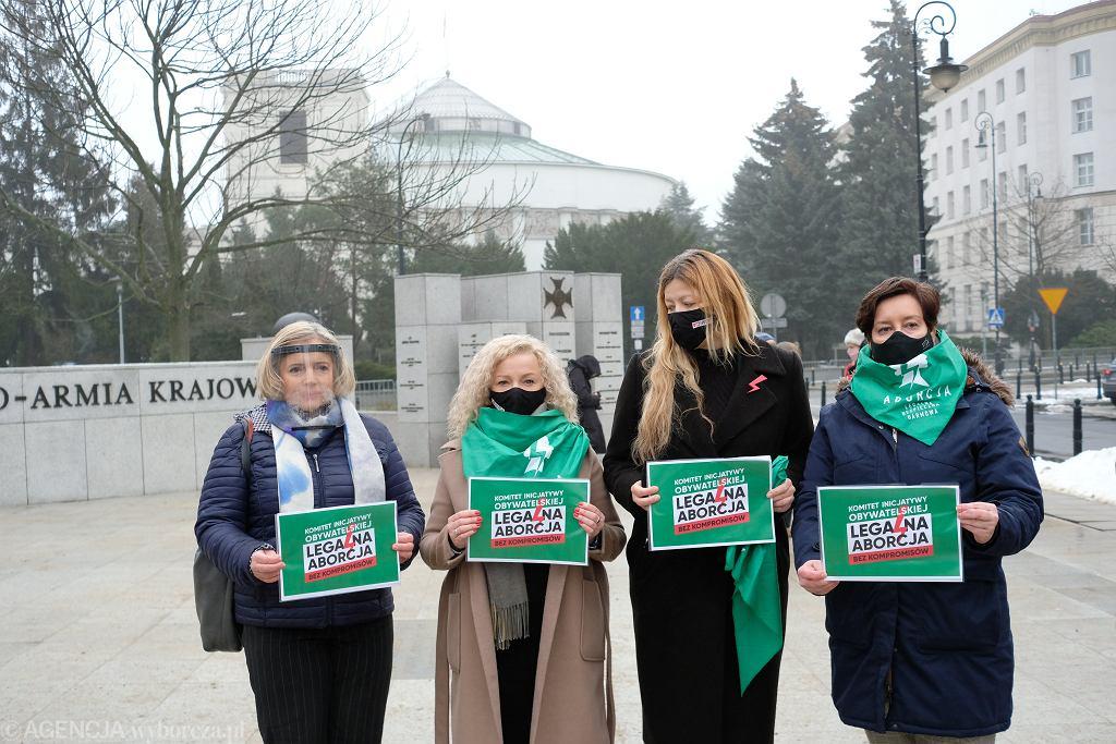 Komitet 'Legalna Aborcja. Bez Kompromisów'. Jest obywatelski projekt ustawy dot. aborcji na żądanie