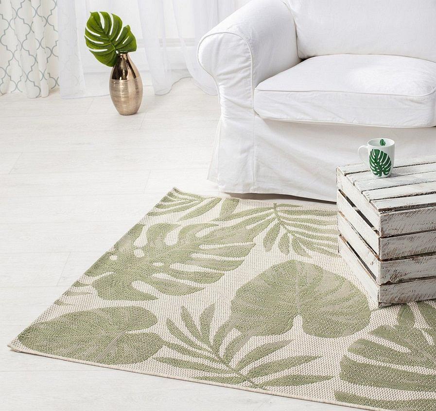 Modny i nowoczesny dywan z egzotycznym motywem