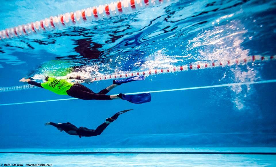 Podstawowa zasada obowiązująca we wszystkich nurkowaniach bezdechowych - nurkuj zawsze z partnerem