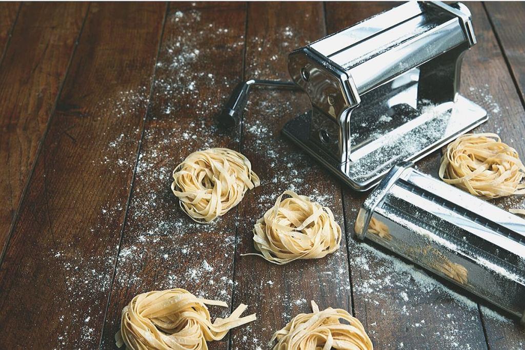 Maszynka do makaronu Jamie Oliver ze stali szlachetnej.