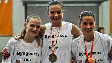 Elżbieta Mowlik (z prawej) zostaje w Artego. Justyna Jeziorna (z lewej) też podpisała nowy kontrakt, a Agnieszka Szott-Hejmej odchodzi do Wisły Kraków