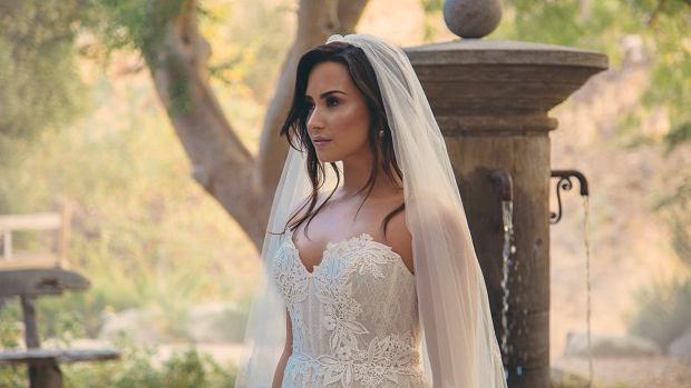 Demi Lovato w sukni ślubnej