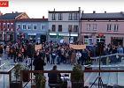 Mediator przemawiał na demonstracji poparcia dla nauczycieli. Policjanci postawili mu zarzut
