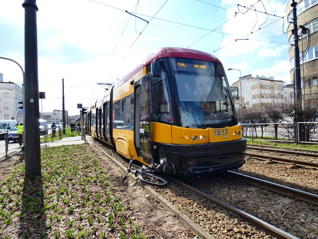 Wypadek z udziałem tramwaju i rowerzysty na ul. Puławskiej