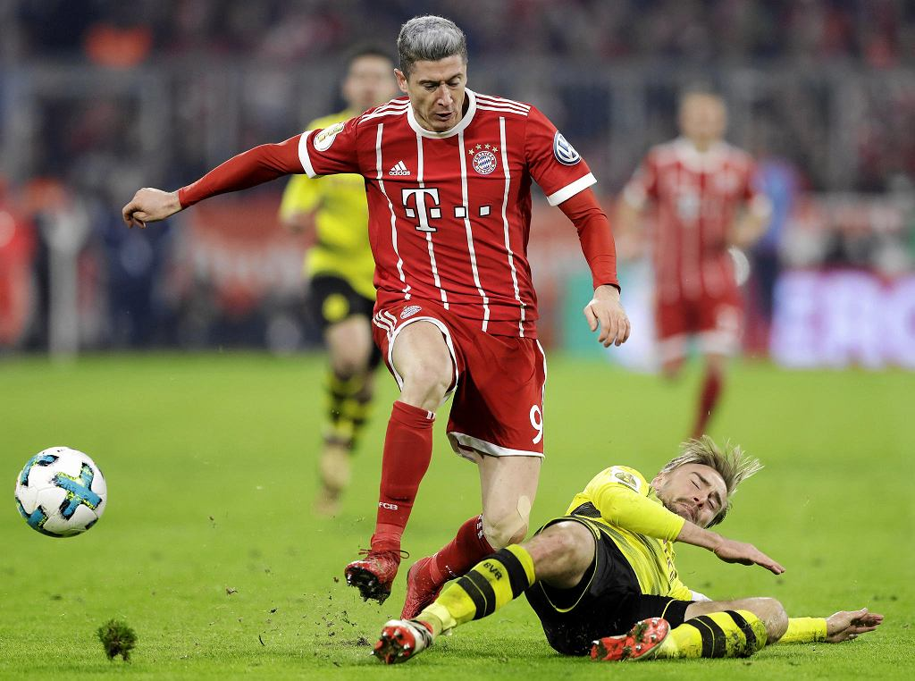 20.12.2017, Robert Lewandowski w barwach Bayernu Monachium w meczu Pucharu Niemiec z Borussią Dortmund.