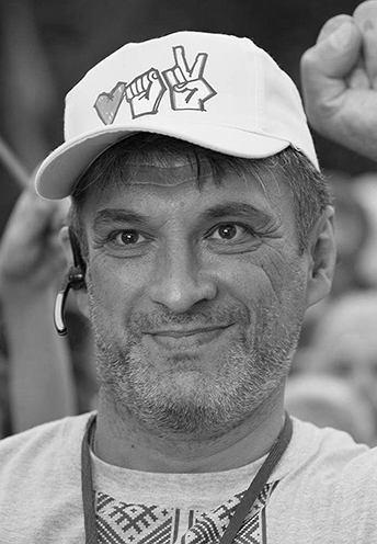 Aleksiej Romanow (ur. 1970) - aktywista z drużyny Swiatłany Cichanouskiej. Wdowiec. W grudniu skazany na rok więzienia za 'obrazę prezydenta' za jedną z wypowiedzi podczas protestu. Pochodzi z Homla. Ma dwie córki i wnuczki