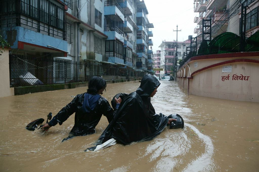 Deszcz i powodzie w Nepalu