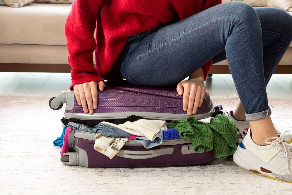 Jak spakować się na weekendowy wyjazd? 5 rzeczy, o których warto pamiętać (zdjęcie ilustracyjne)