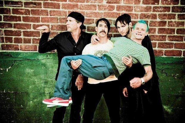 Red Hot Chili Peppers, kalifornijska grupa muzyczna grająca głównie funk rock, powstała w Los Angeles w 1983.
