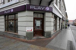 5 tysięcy złotych długu w Play. Umowy na podrobiony podpis