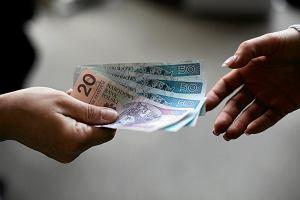 Pożyczka od wujka albo kolegi wygodniejsza niż w banku? Fiskus pilnuje, czy nie kombinujesz