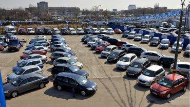 Średni wiek sprowadzanych do Polski samochodów wynosi prawie 12 lat