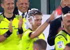Piłkarze Juventusu i Romy zgotowali niespodziankę sędziemu. Pokazał im czerwoną kartkę [WIDEO]